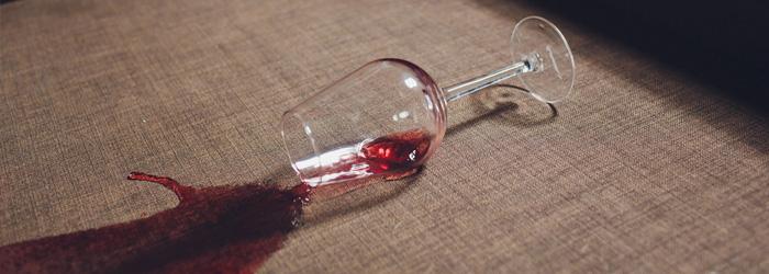 Aansprakelijkheid wijnvlek bank