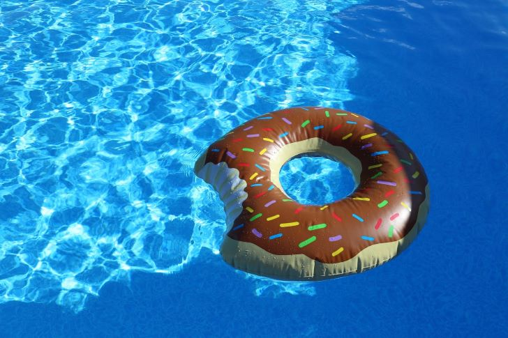 Plezier in een zwembad