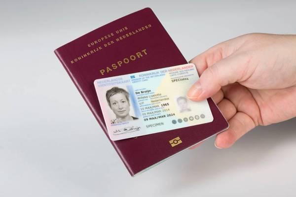 Op vakantie? Check uw reisdocumenten!