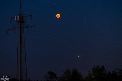 der Mond als Musiknote, unten ist auch Mars zu sehen