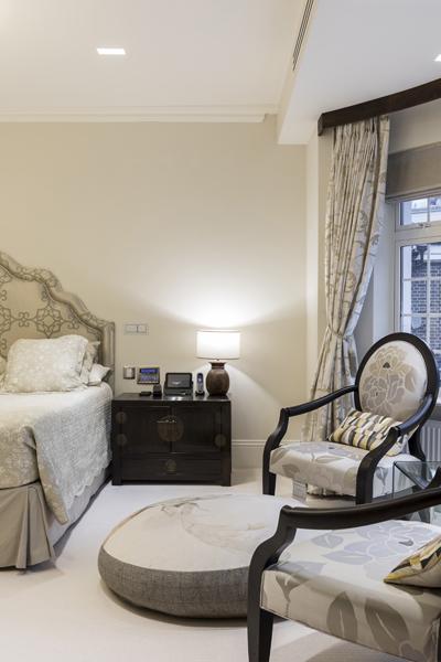 0208-master-bedroom-sitting-area-beige-nw8-st-johns-wood-vorbild-architecture-15
