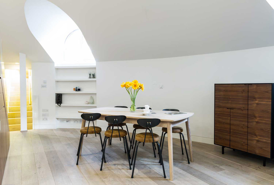 0244 dining room with white curved wall and wooden floor on Abbey Road NW8