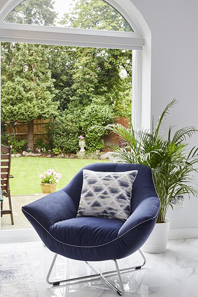 0568-blue-armchair-french-windows-vorbild-architecture-mill-hill-34