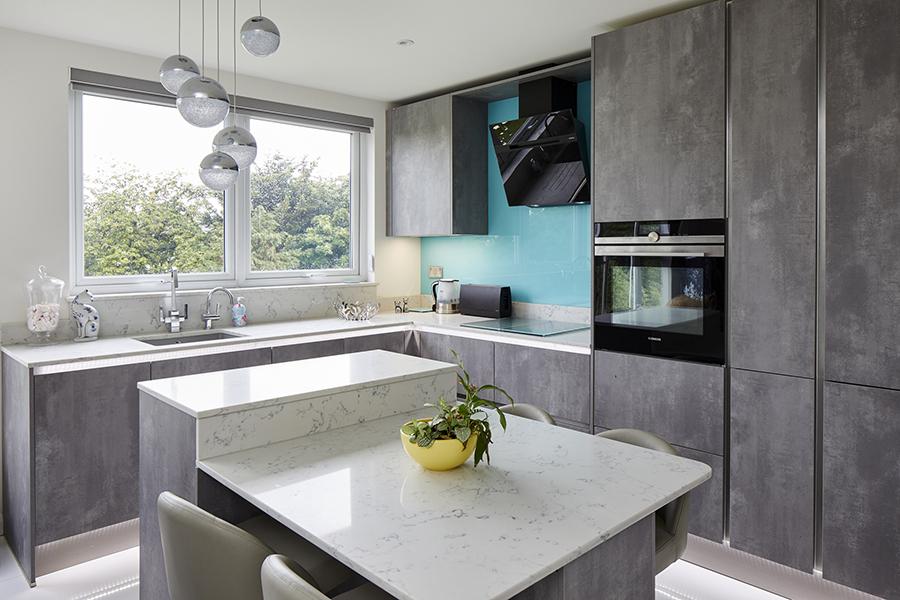 0568-grey-kitchen-blue-splashback-vorbild-architecture-mill-hill-13