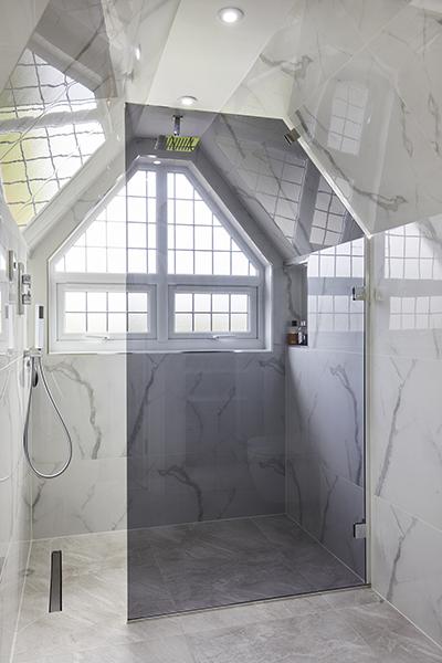 0568-loft-shower-sloping-roof-vorbild-architecture-mill-hill-27