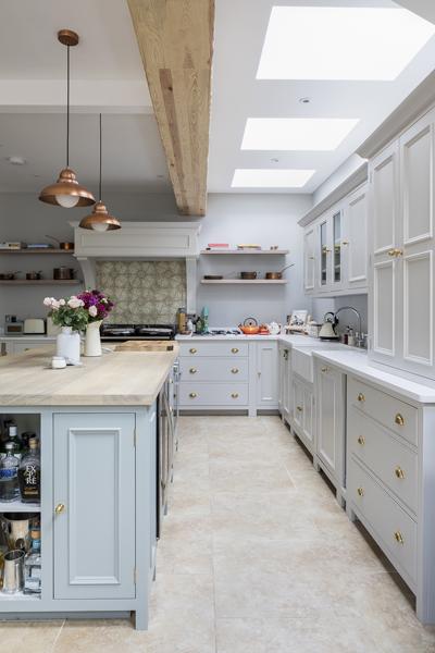 647-green-grey-cottage-shaker-kitchen-beams-vorbild-architecture-chiswick-34