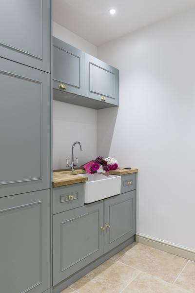 647-grey-green-shaker-kitchen-utility-room-vorbild-architecture-chiswick-18