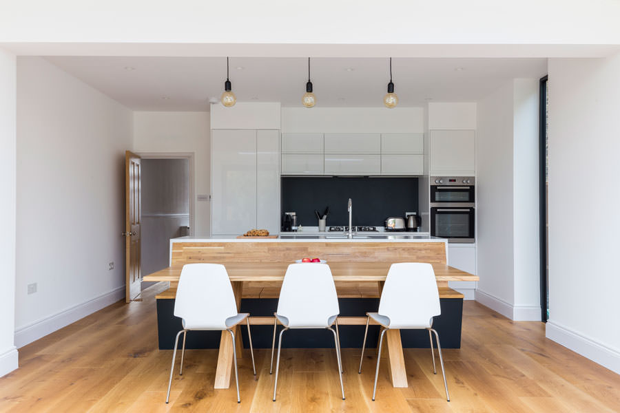 0558 kitchen diner high gloss units and wooden bench in Surbiton