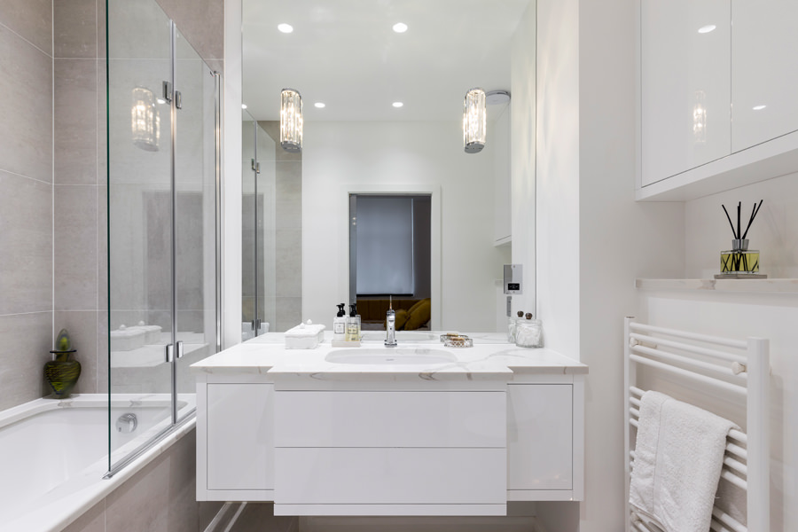 0587 bespoke white high gloss vanity unit with marble worktop in Portland Place