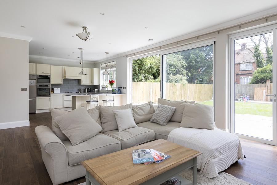 0600-living-room-informal-sofa-kitchen--6