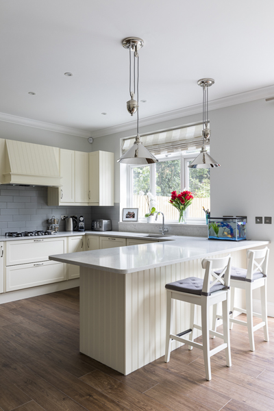 600-cream-kitchen-cabinets-vorbild-architecture-crickelwood-7