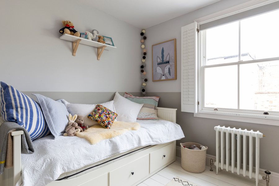 0401-children-bedroom-white-floor-grey-walls-nw6-vorbild-architecture