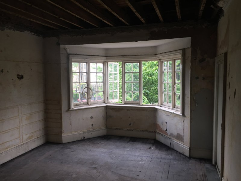 0776 bay window during construction works