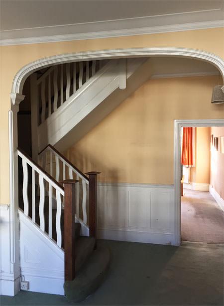 0776 classic hallway arch in london house before refurbishment