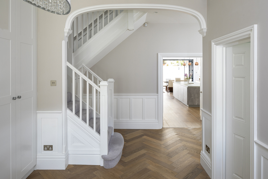 0776 restored arch in beige hallway in london property NW6