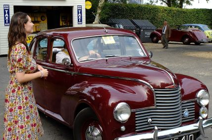 Goodwood-Taxistand_Jowett_Javelin_2