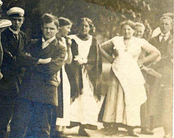 Adler_10-25PS_Tourenwagen_1913_Personen