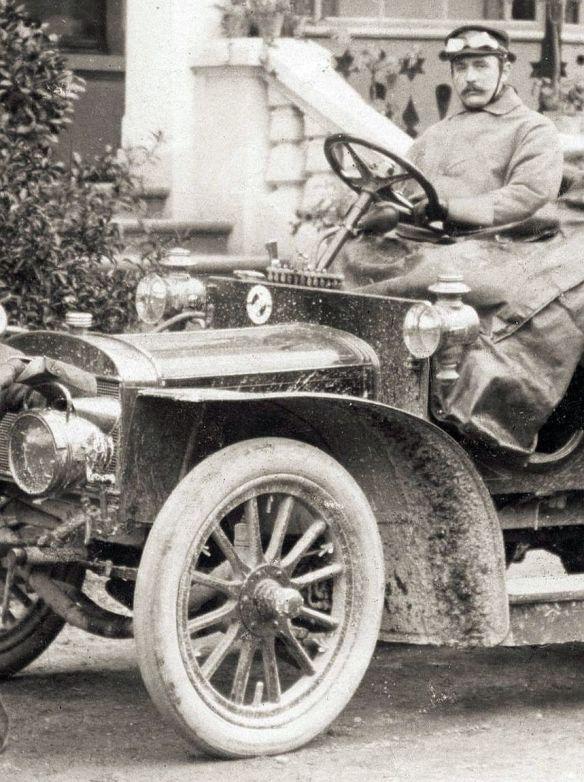 Adler_Motorwagen_Driburg_um_1905_Frontpartie