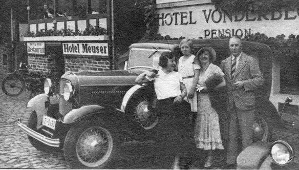 Ford_Model_B_Josef_Faensen_Frau_Katharina_Tochter_Maritta_Tante_Leni_1932_Galerie