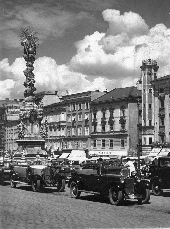 Steyr_Tourenwagen_Linz_1936_Galerie