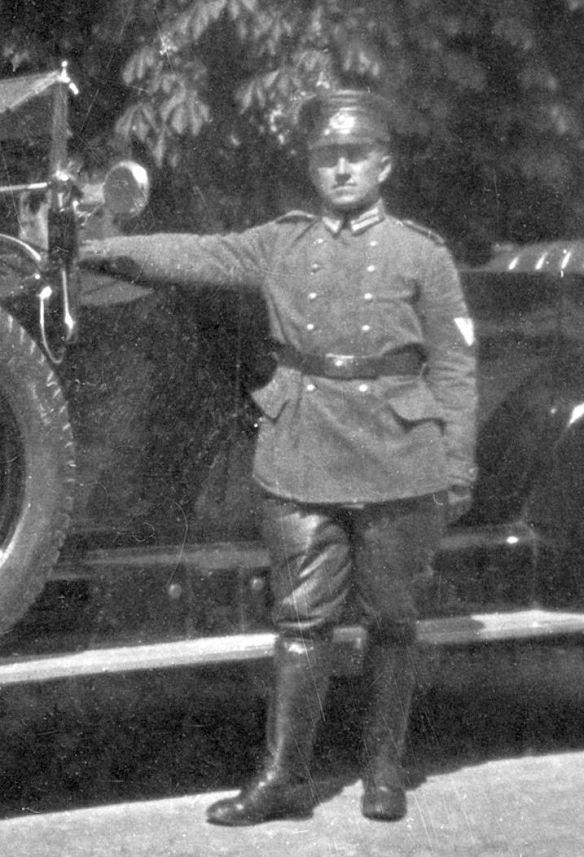 Benz_Chauffeur_des_Polizeipräsidenten_Fahrer