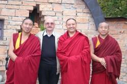 Gruppenfoto vor dem Friedensdenkmal mit Obmann Josef Bachleitner