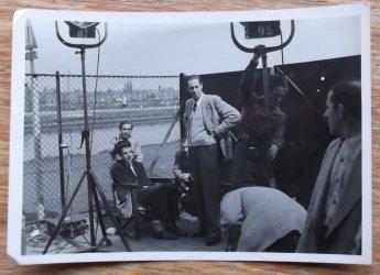 Buitenopnames voor Secret File USA, 1954. Collectie Pien Duetz