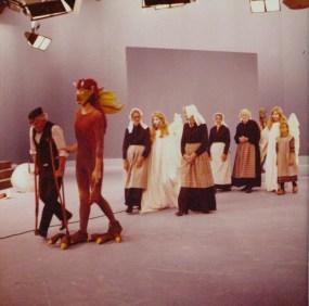Het grote gebeuren (VPRO, 31-12-1975), regie Jaap Drupsteen, decor Frank Rosen. Collectie Frank Rosen/Fotodienst NOS