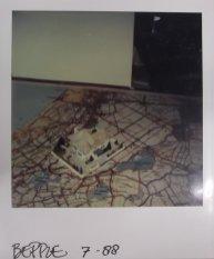Maquette-foto van Martien van den Dijssel voor Beppie (AVRO, 1989, regie Rob Herzet, decor Dorus van der Linden. Collectie Martien van den Dijssel