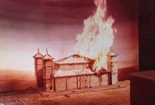 Brandende maquette voor productie met Peter Schat in 1978. Collectie Martien van den Dijssel
