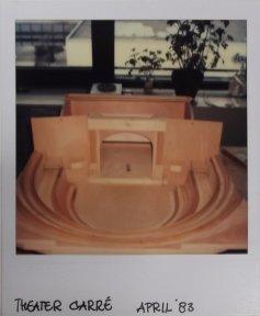 Maquette Carre, mogelijk voor Holland Festival: Aanvallen van uitersten (VPRO, 1-6-1983). Decorontwerp Freek Biesiot. Collectie Martien van den Dijssel