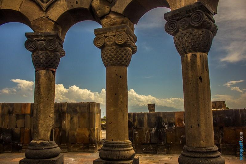 Колоннада храма Звартноц