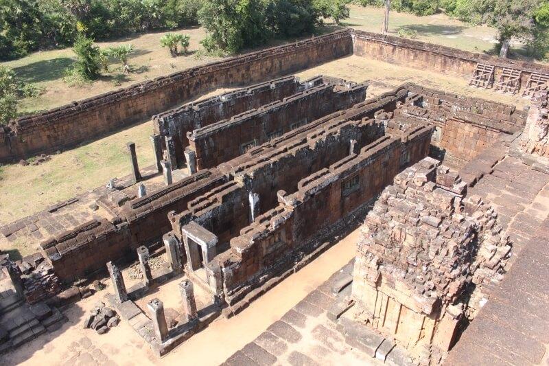 Развалины храма, монастыря