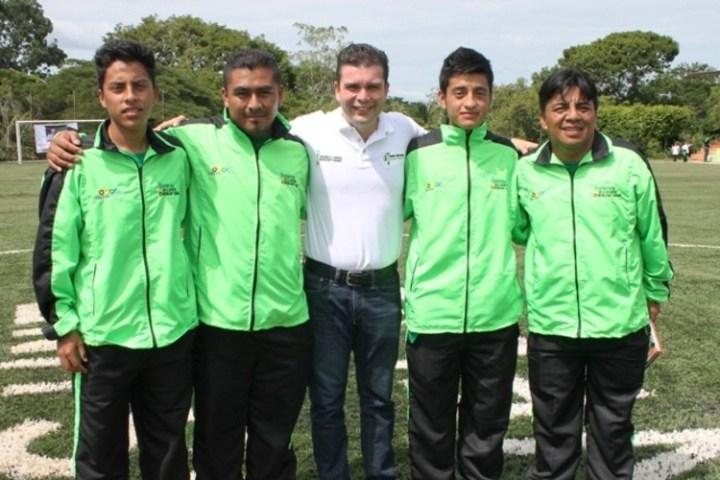 Convocan a cuatro futbolistas indígenas de Chiapas para copa en Chile