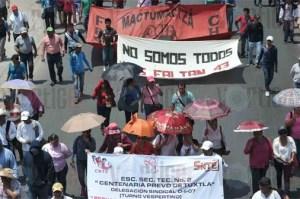 Marchan maestros en Tuxtla