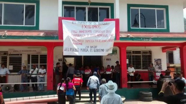 Pobladores 'toman' alcaldía de El Bosque en Chiapas