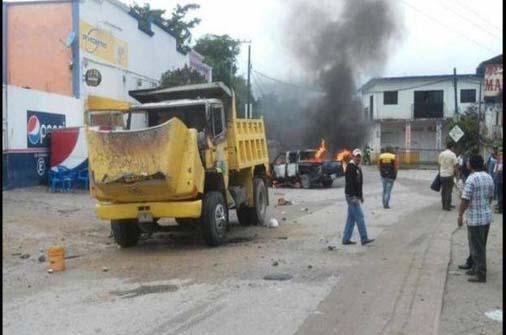 Enfrentamiento entre pobladores y agremiados a la CTM en Chicoasén