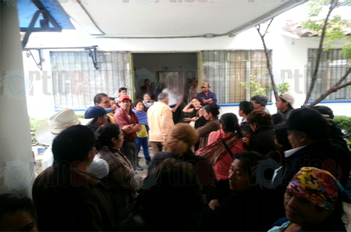 Retienen comuneros a tres habitantes de Cuxtitali