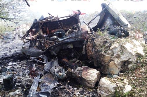 Cuatro muertos en carreterazo; tres quedaron calcinados