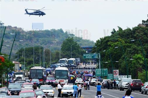 Horas de tensión entre Policías Federales y Magisterio