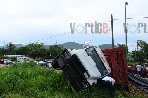 Tres heridos en aparatosa carambola en La Carreta