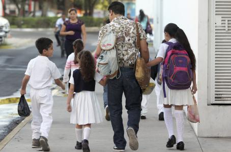 Padres de familia piden a la SEP 'lupa' en cobros de cuotas en escuelas