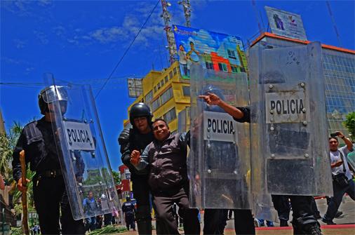 Enfrentamiento en el Parque Central; 8 heridos y 9 detenidos, el saldo