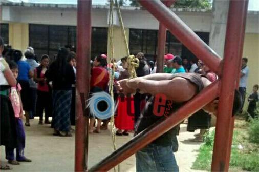 Colonos detienen y amarran a un presunto ladrón