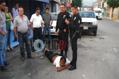 Apedrean a mujer en el mercado San Juan