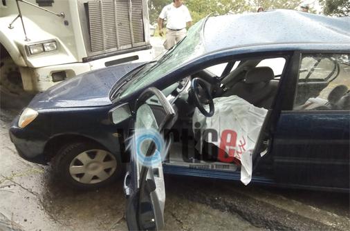Muere copiloto en accidente carretero
