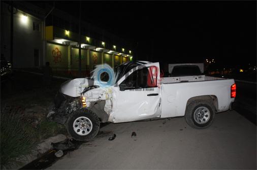 Policía choca contra torton en Plan de Ayala