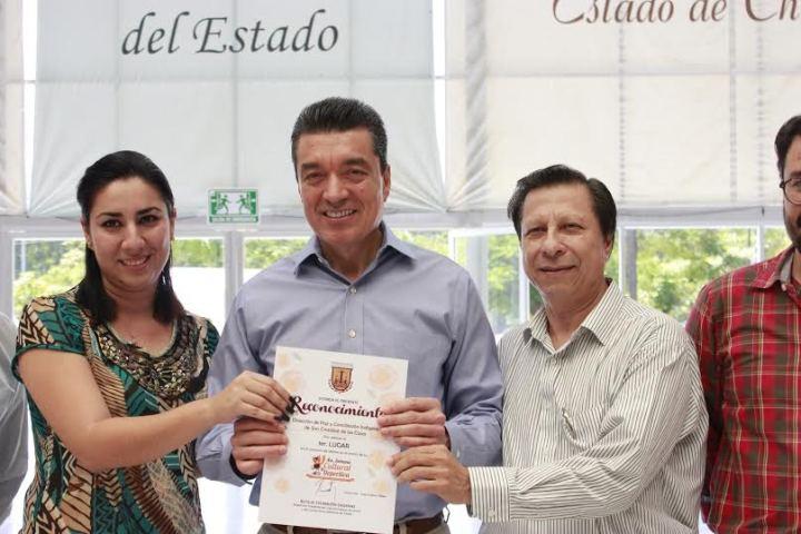 Premia Rutilio Escandón a ganadores de la semana cultural del PJE