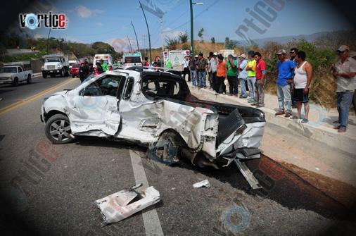 Muere sacerdote en accidente; su vehículo fue arrastrado por un tráiler