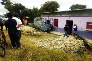 Mecánico sacó a probar un vehículo y lo volcó